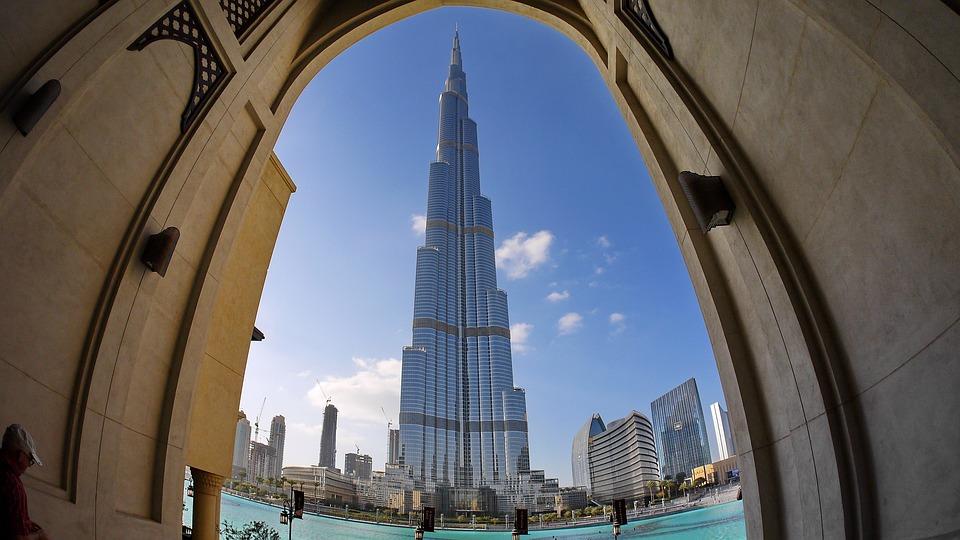 قمة البرج برج خليفة تقدم نسخة محس نة من تجربة الواقع الافتراضي